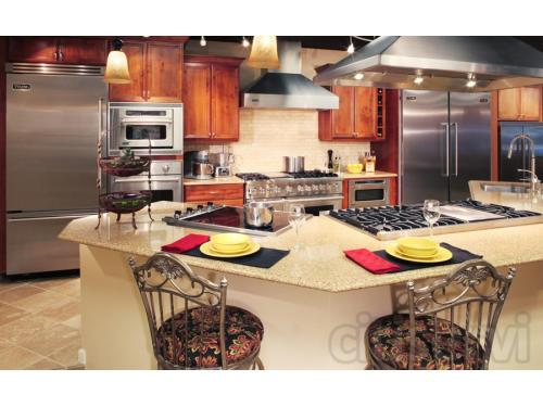 Live Viking Kitchen in the Louisville Showroom